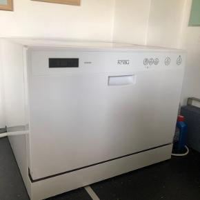 Bordopvaskemaskine fra Knau, i god stand, meget lidt el forbrug. Kan nemt tilsluttes vandhanen i køkken.  Sælges inklusiv vandhane tilkobling, som koster 500 fra ny.   Nypris i alt 2500kr