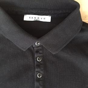 Lækker polo shirt fra Sandro Paris. Kun brugt få gange. Nypris 800 kr.