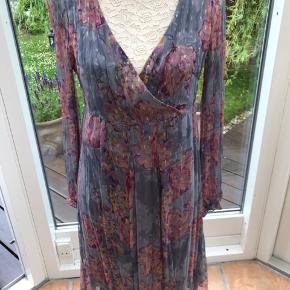 Sommer kjole fra Noa Noa med foer og lynlås i ryggen