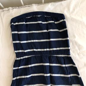 Smukkeste kjole fra Abercrombie&Fitch  Sælges kun da den er blevet for lille Nypris 200 dollars - omkring 1200 kr