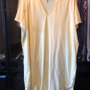 Sælger denne løse kjole/tunika.  Brugt én gang. Np 129kr