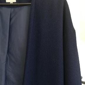 Fantastisk blazer/cardigan /jakke i den flotteste blå farve.