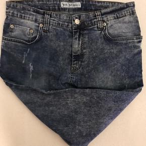 Jeans med stretch.  Brugt 5-7 gange.  Livvidde: 80-81cm Skridtlængde: 68cm (lagt op)  Kig forbi, giver mængderabat.   #trendsalesfund