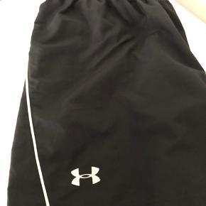 Under amour + Adidas fitness shorts sælges, ikke brugt meget   100 pr stk