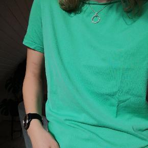 Sælger ud - alt skal væk! :) 1 stk 30,- & 2 stk 50,- Tøj I størrelse S-M. Se min profil for de enkelte stykker samt mærkw og størrelse. Spørg gerne for flere billeder og info. Sender på købers regning :)