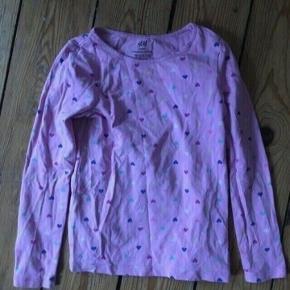 H&m bluse 110/116 -fast pris -køb 4 annoncer og den billigste er gratis - kan afhentes på Mimersgade 111 - sender gerne hvis du betaler Porto - mødes ikke andre steder - bytter ikke