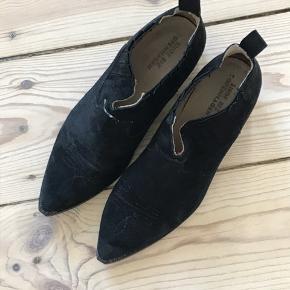 Fine ruskindsstøvler fra Shoe Biz. Brugt, fin stand.