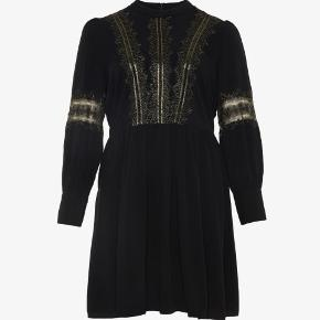 Smuk kjole fra Junarose købt for stor er str 46.  Nypris 599.-