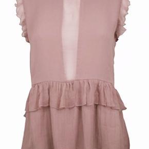 Sælger denne smukke Neo Noir Sydney top i rosa :-)  Det er en størrelse M, og den er aldrig blevet brugt. Nyprisen var 400 kr.  Flere billeder kan fremsendes efter ønske :-)