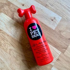 Hundeshampoo fra I Love Pet Head. Brugt lidt af. Sender med DAO på købers regning og eget ansvar.