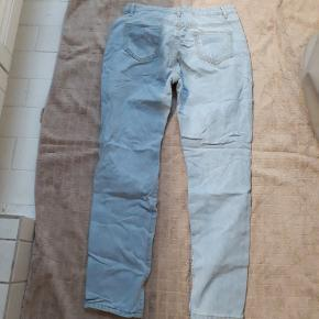 Mom type jeans. Never used, washed.
