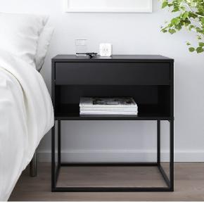 Bord med skuffe fra IKEA 60x39 Der er lavet et lille hul i bagpladen til ledninger men kan ikke ses på afstand