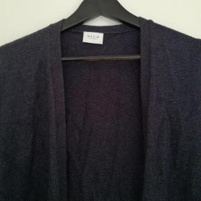 Varetype: Lang Farve: Blå Prisen angivet er inklusiv forsendelse.  Næsten ny. Chancerer lidt i farven. Brugt et par gange. Lækker blød strik. Str s. Afhentning