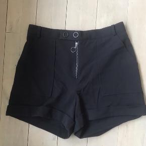 Navy blå shorts fra mango, aldrig brugt ✨