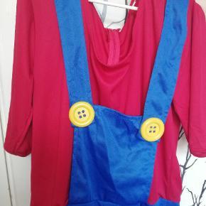 Sælger dette Mario kostume. Brugt en gang til sidste skoledag. Str. L. Købt for 288 kr, så BYD 😊🌺