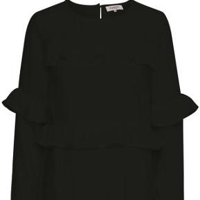 Fin bluse med flæser fra Soaked ik Luxury!  Nypris: 499,95  Brugt få gange og er så gode som nye!