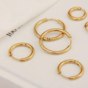 Materiale: Forgyldt stål og messing. . Størrelse: 12cm,14cm, 16cm Farve: guld  120kr / par Kan sendes med Postnord som brev til 10kr på eget ansvar