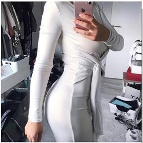 Længde ca. 165cm Metallic Jersey (polyester+ spandex)