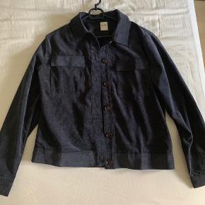 Skjorte / Jakke i fløjl fra Studio 🌸  Str 38, men kan også godt bruges af en 36