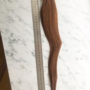 Købt i NY, men har skiftet hårfarve siden så de er aldrig brugt Info:  Tape extensions (20 pakker) Farvekode: 6# L: 43 cm Kval: 100% Virgin remy human hair
