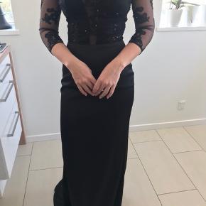Kjolen er kun brugt én gang, så den er næsten som ny :-) ny pris var 2900kr