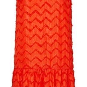 ALDRIG BRUGT - kjole Peplum fringes - med pailetter … str. M orangerød.