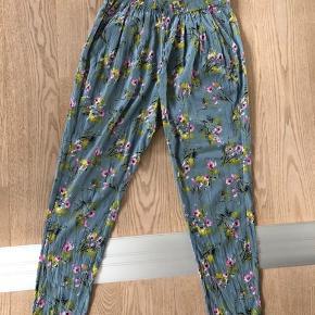 Mega fine Heartmade bukser i silke 🧚🏽 Sælges helst som sæt da skjorten også er til salg 🧼
