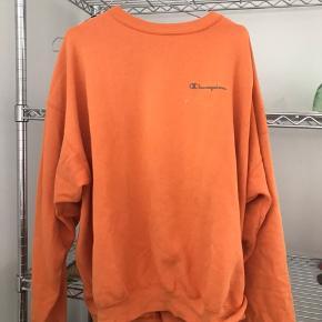 Fed orange sweatshirt fra champion købt i en vi tage butik i Barcelona, byd Bemærk har trøjen har en misfarvning ved logoet