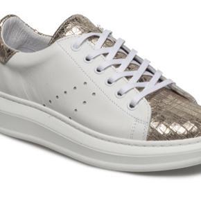 Cashott sneakers str 39. Sælges. Brugt få gange. NP 1400,- er åben for bud