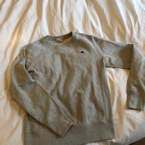 Champion weave sweatshirt crew neck. Washed a few times. Size M.