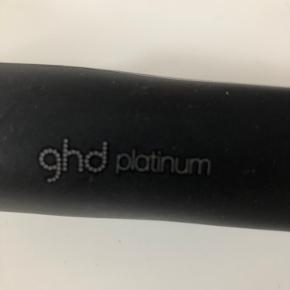 Ghd Platinum styler. Kun brugt meget få gange. Fejler ingenting!  Ny pris 1800,-. Bytter ikke!  Sælges for 700,-