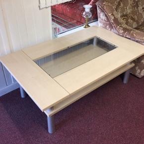 Sofabord til salg, næsten som ny:) Længde: 136 cm Bredde: 80 cm.