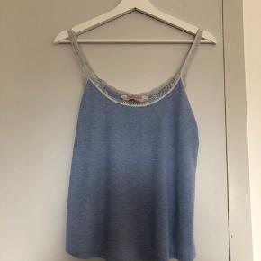 nattøj fra Hunkemöller, den er brugt en del så den er slidt i stropperne, ellers ingen huller. byd gerne eller skriv for mere information, eller billeder :)