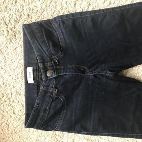Blair jeans fra Envii i farven Dark blue. Brugt få gange. Super meget stræk i stoffet, så passer en xs - s.