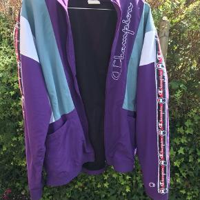 Champion jakke Str M  Nypris var 700 Mp:450  Cond 8-9/10   Vintage jakke Retro  90s