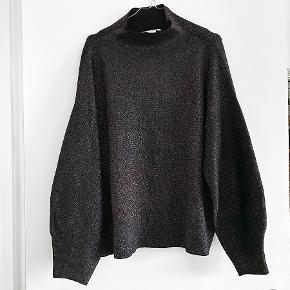 H&M sort glimmer strik med sorte ærmer   Størrelse: XL   Pris: 100 kr   Fragt: 39 kr ( 37 kr ved TS handel )