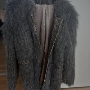 Whiite frakke
