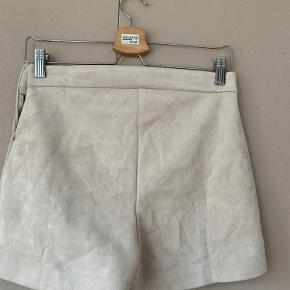 Skønne korte shorts i  faux ruskind. Aldrig brugt. Prismærke er stadig på.