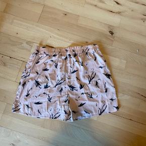 Helt nye shorts i stof