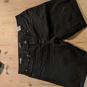 Jack and Jones shorts sælges i str m. Livvide ca 46 cm x 2.