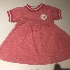 Rødmaleret pæn kjole fra Hummel