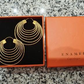 Fine hånslavede øreringe fra Enamel, 'Graceful'                - fejlkøb og aldrig brugt. 47x42 18k forgyldt sølv/mat