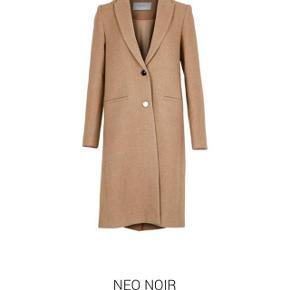 Fineste neo noir frakke i beige 🌸