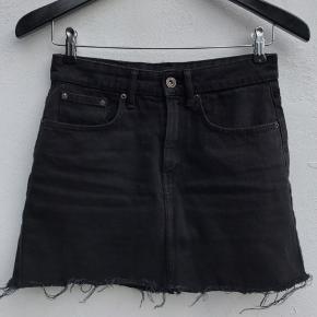 Sort cowboy nederdel fra Zara i str. S Brugt få gange