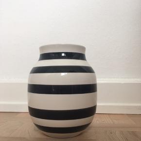 Kähler Omaggio Vase - sort - 20 cm
