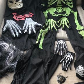 Blandede Halloween udklædning og diverse tilbehør str 7-8 str 128 De selvlysende handsker til Venstre er solgt  Sælges samlet for 200kr