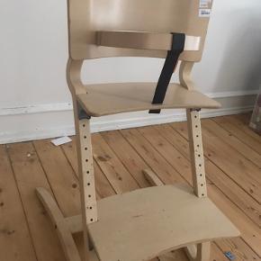 Kvalitetssikre højstol fra Leander højtol, bøjlen kan tages af og bensædet kan justeres i højden. Brugt og syner derefter. Stadig fuldt funktionel.