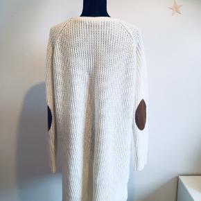 Strikkjole/oversized trøje til vinterbrug. Blød og rar at have på. Kradser gudskelov ikke 😇