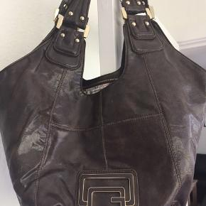 Flot Guess taske i ægte læder Brun farve