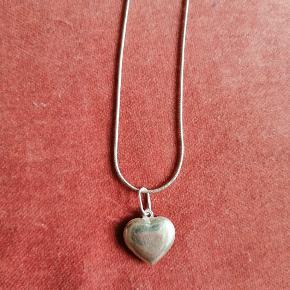 Sølv halskæde med hjerte vedhæng også i sølv